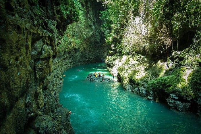 keindahan-green-canyon-diapit-tebing-tinggi